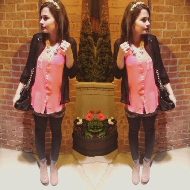 olivia_ pink top